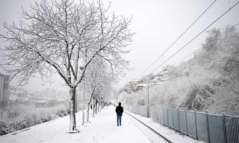İstanbul'a yaklaştı… Trakya'da birçok yere kar yağdı