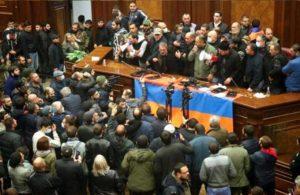 Ermenistan, Cumhurbaşkanı'nın onayı olmadan Genelkurmay Başkanı'nın görevine son verecek