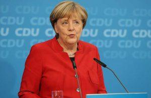Merkel yeni yıl için ulusa seslendi: Sıram geldiğinde aşı olacağım