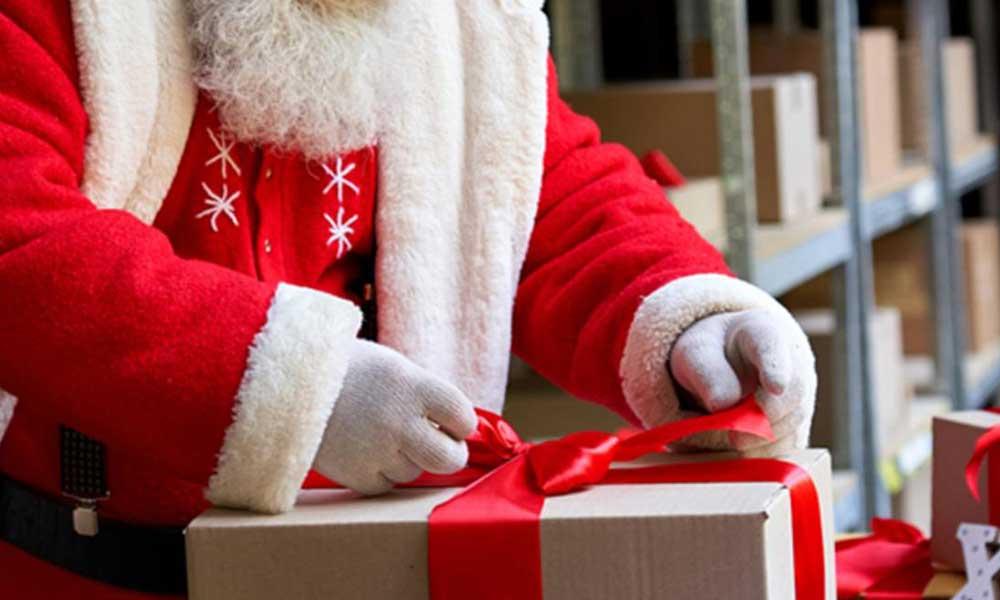 Noel Baba huzurevini ziyaret etti, 45 kişi koronavirüse yakalandı