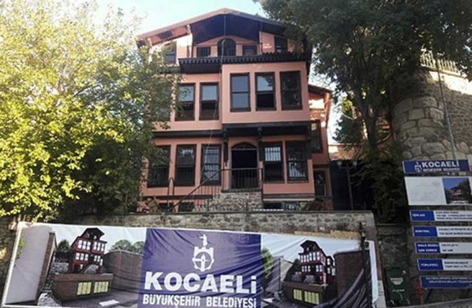 AKP'li belediye tarihi köşkü restore edip, Ensar Vakfı'na tahsis etti!