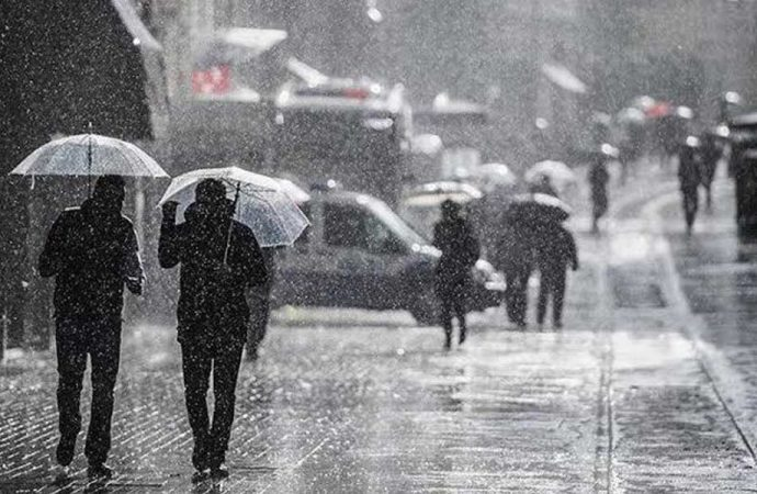Meteoroloji uyardı: İstanbul'a sağanak geliyor!