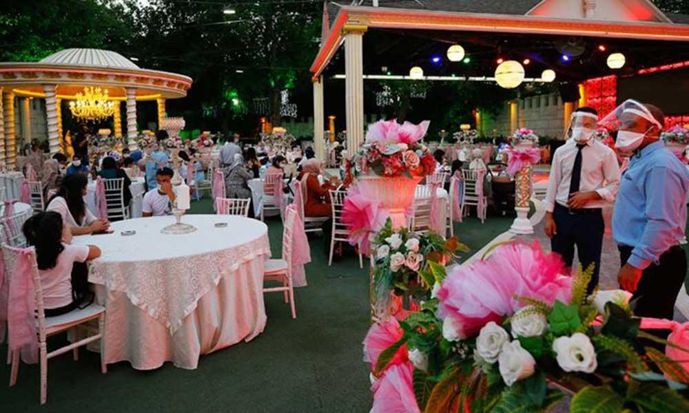 Koronavirüs düğün salonlarını vurdu: 1 milyon garson ve 280 bin müzisyen işsiz kaldı