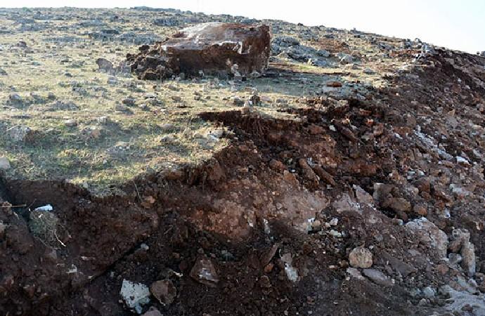 Siirt'te deprem sonrası oluşan derin yarılar korkuttu