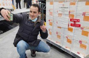 Bu fotoğrafın bedeli çok ağır olabilir: Prof. Dr. Başer uyardı, Çin'den gelen aşılar çöpe atılabilir!