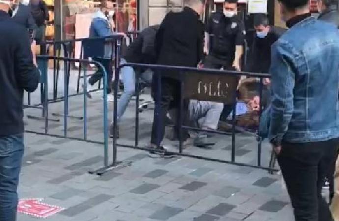 İstiklal Caddesi'nde tekme tokat sosyal mesafe kavgası!