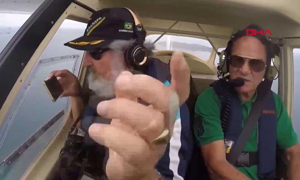 Telefonunu helikopterden düşüren Brezilyalı belgeselci Galiotto, ertesi gün bulunduğu yerden alıp kullanmaya devam etti