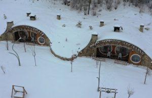 Sivas'ın 'Hobbit Evleri'nden masalsı kar manzaraları