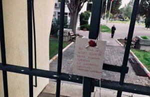 Ege Üniversitesi öğrencileri, AKP'li 'rektörlerini' mühürledi!
