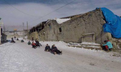 Dondurucu soğuklar, çocukların kızak eğlencesine engel olamadı