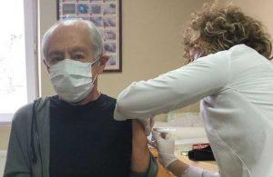 Genco Erkal koronavirüs aşısı yaptırdı