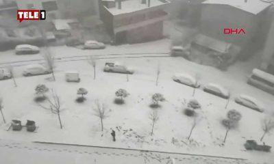 Bursa'da bir araç evin bahçe duvarına çarparak devrildi: O anlar kamerada!