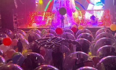"""Naylon balonların içinde """"sosyal mesafeli"""" konser"""