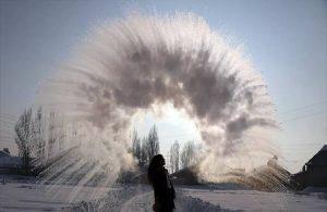 Ağrı'da havaya atılan kaynar su dondu!