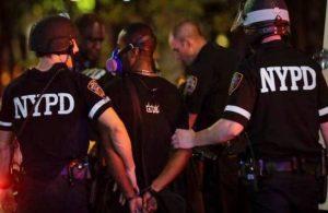 George Floyd protestolarında aşırı güç kullanan polise dava açıldı