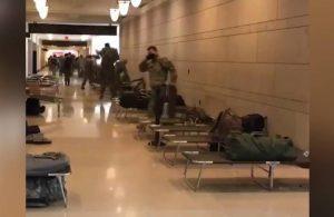 ABD Kongre binasına askeri sedye yığını