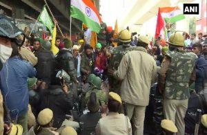 Hindistan'da tarım politikasına karşı binlerce çiftçi bir araya geldi