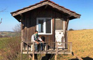 Stresten kaçmak için kendine ağaç ev yaptı
