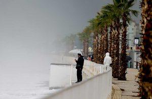 Antalya'da sağanak yağış: Seraları su bastı, dereler taştı