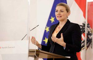 Avusturya'da doktora tezinde usulsüzlük yaptığı iddia edilen bakan istifa etti