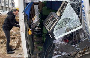 Belediye işçilerini taşıyan otobüs devrildi: 2 ölü