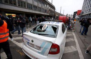 Belçika'da ırkçılık karşıtı protesto: Kralın aracı taşlandı