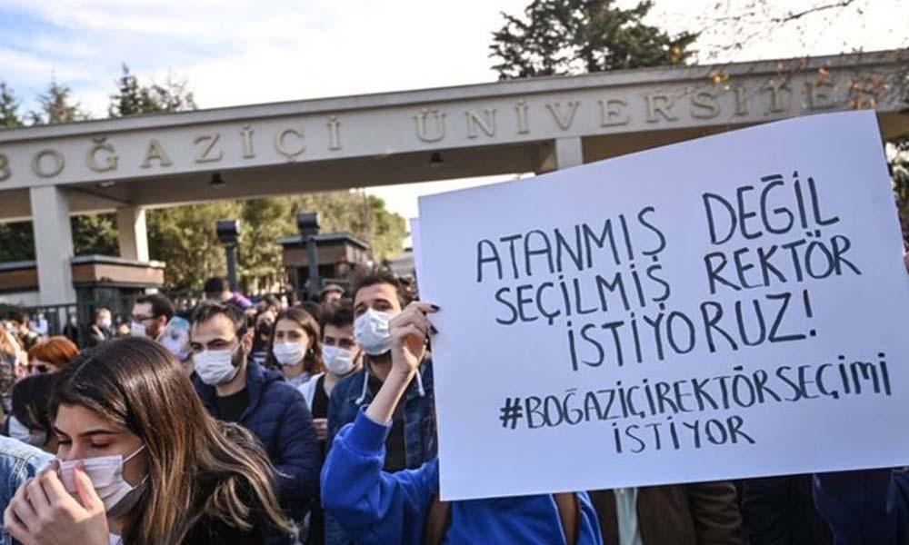 Boğaziçi dayanışmasında 'bildiri dağıttıkları' gerekçesiyle gözaltına alınan iki öğrenci mahkemeye sevk edildi
