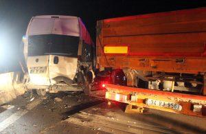 Minibüs, kontrolden çıkan TIR'a çarptı: 6 yaralı