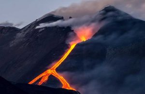 Etna Yanardağı patladı