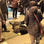 Fatih'te kırmızı ışıkta geçen kadına kamyonet çarptı