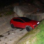 Polisten kaçan 14 yaşındaki sürücü otomobil ile dereye uçtu