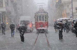 İstanbul beyaza büründü! İşte kar yağışının megakenti terk edeceği tarih