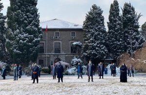 Akademisyenler kar ve soğuğa rağmen kayyum rektöre karşı direnişe devam etti
