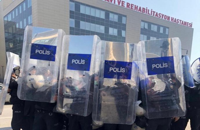 Sağlıkçılara polis müdahalesi: Ankara Tabip Odası Başkanı gözaltında!