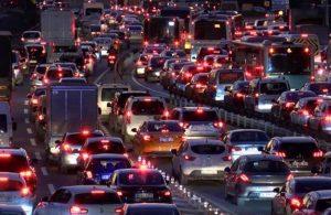 İstanbul'da 56 saatlik kısıtlama öncesi trafik yoğunluğu!