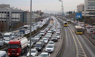 Hafta sonu kısıtlaması öncesi İstanbul'da trafik yoğunluğu!