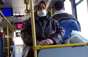 65 yaş yasağına takıldığı için otobüsten indirilmek istenen kadın: 3 tane merdiven sildim, çalışmazsam açım