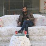 Yüksekova'da yapılan kardan koltuk ilgi odağı oldu
