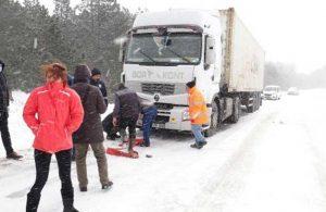 Edremit-Yenice karayolunda sürücülerin kar çilesi