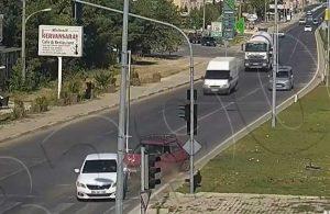 Sürücü hataları, yaya dikkatsizlikleri… Trafik kazalarının görüntüleri paylaşıldı