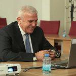 Başkan Atay'dan otizm çocuklara ve Efelerli kadınlara İngilizce eğitimi