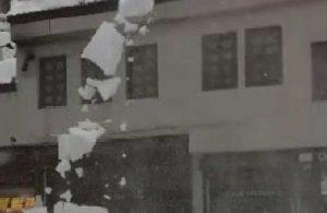 Bitlis'te tonlarca karın altında kalan 3 çocuk kurtarıldı