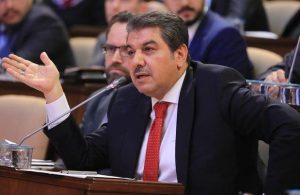 Okul ve cami satan belediye başkanı, Ekrem İmamoğlu'nu eleştirmek için bakın ne yapmış!