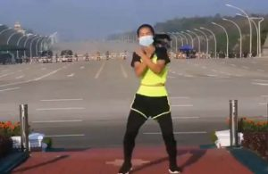Myanmarlı kadın, aerobik yaparken farkında olmadan darbenin ilk anlarını kaydetti