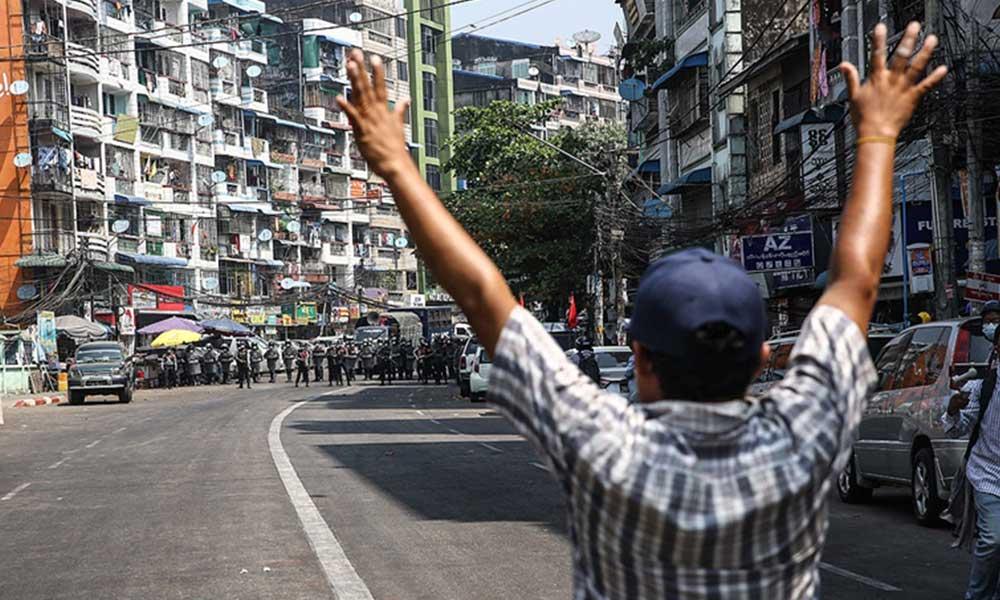 Darbe karşıtı protestolara polis müdahalesi: 3 ölü, 20 yaralı