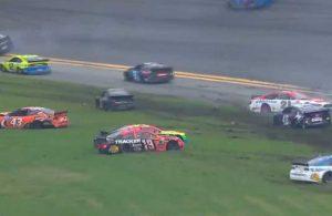 NASCAR'da tarihi kaza: 16 araç birbirine girdi, yarış iptal oldu!