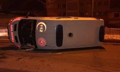 Kırşehir'de ambulans devrildi: 3 yaralı