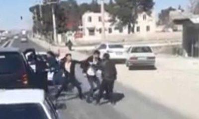 Trafikte sopalı 'yol verme' kavgası