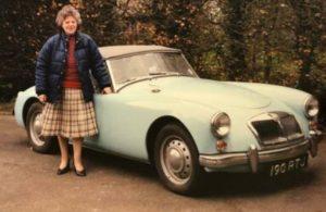 Çöp yığınında bulunan 1960 model otomobil açık artırma ile satılacak