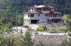 Villasında aşı olan AKP'li: 'Belediye başkanları, vali, kaymakam gibi idarecilerde zaten yaşa bakılmıyor artık'